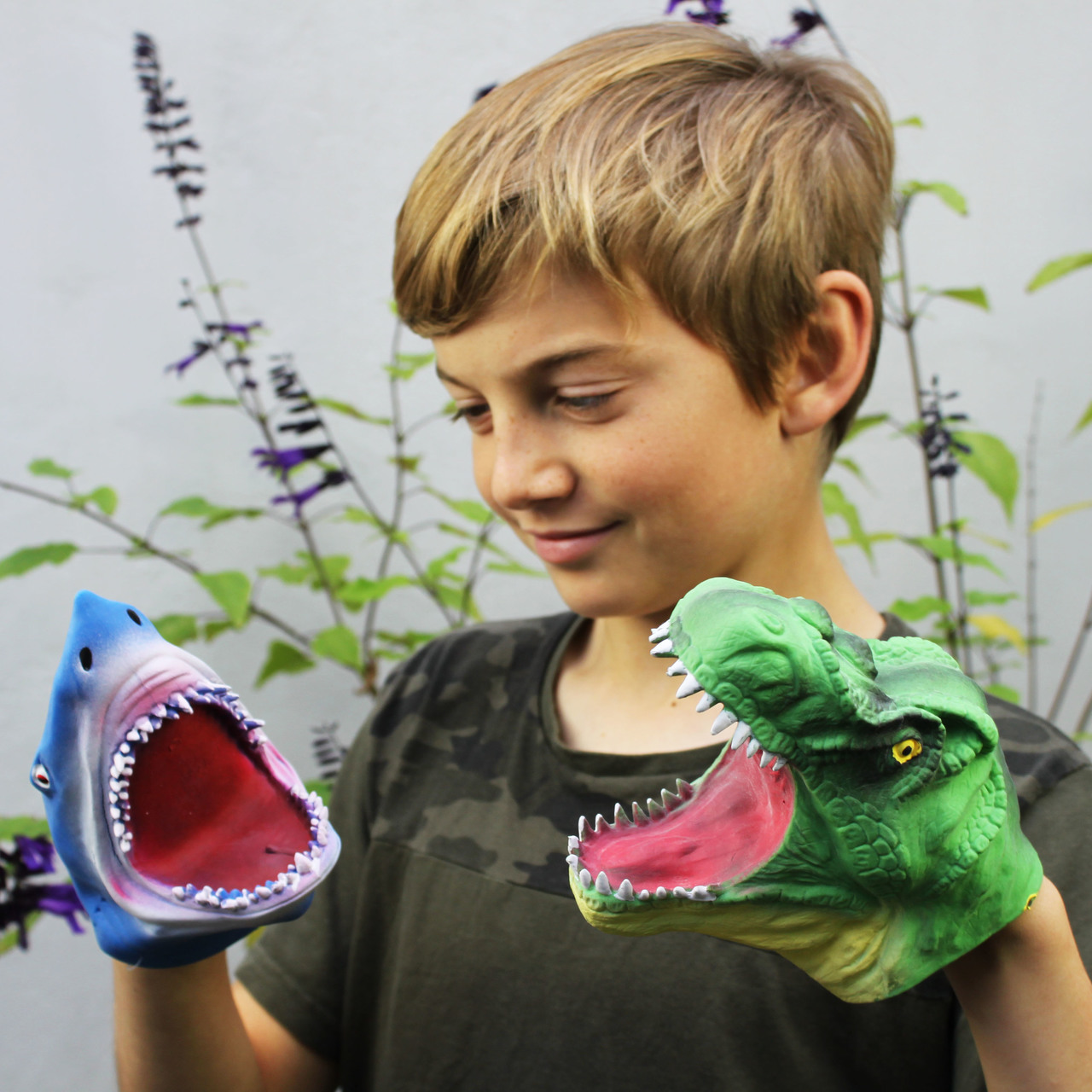 zach-with-hand-puppets-25090.1511526629.1280.1280.jpg